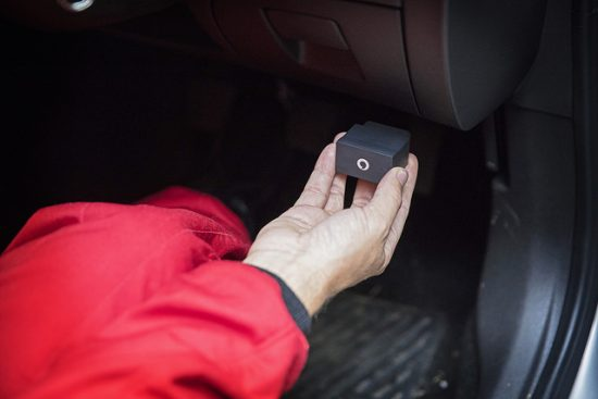 """Fitting the """"V-Auto by Vodafone"""" dongle in the car"""