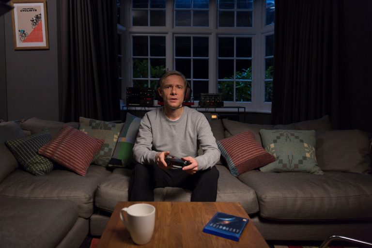 Martin Freeman playing online game