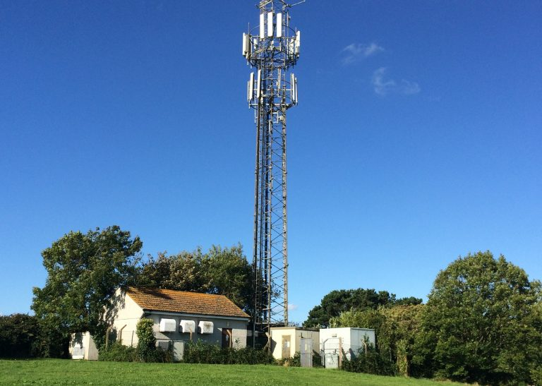 Mobile phone mast and base station