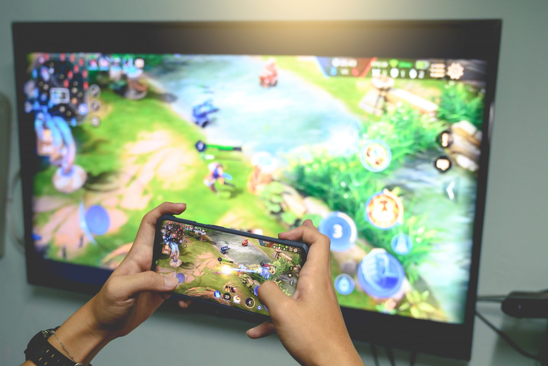 Gamer casting mobile game to TV