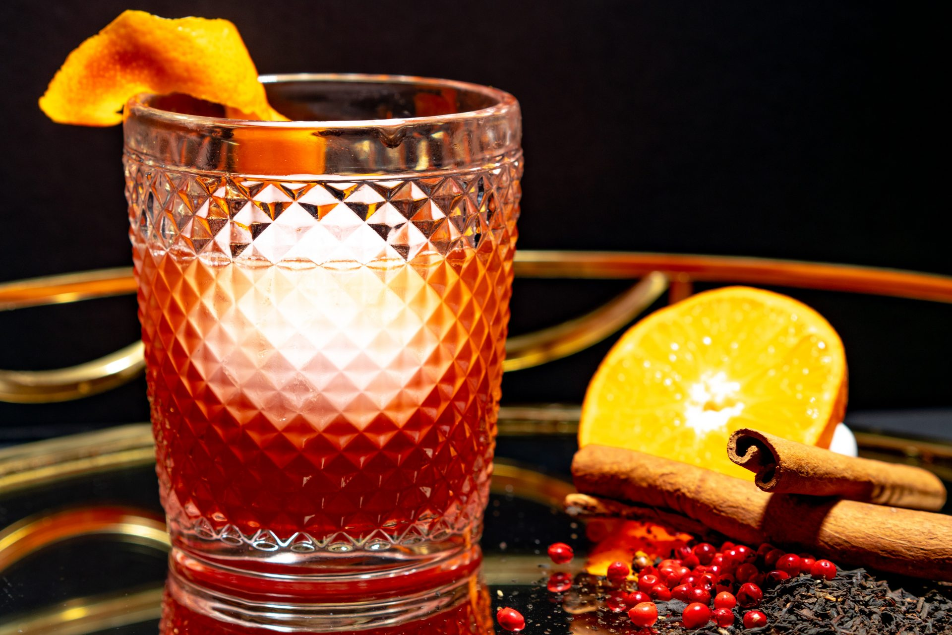 Hyperfoods Cookbook: Spiced cranberry and orange cocktail