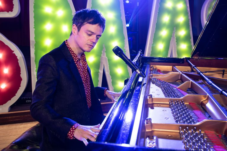 Barnardos Kidsmas Live Concert: Jamie Cullum close-up at piano