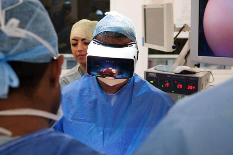 Surgeon wearing VR headset
