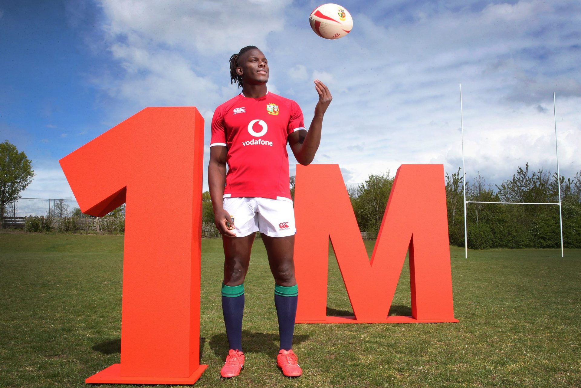 Maro Itoje supporting Vodafone's pledge to connect one million people in digital poverty by the end of 2022.