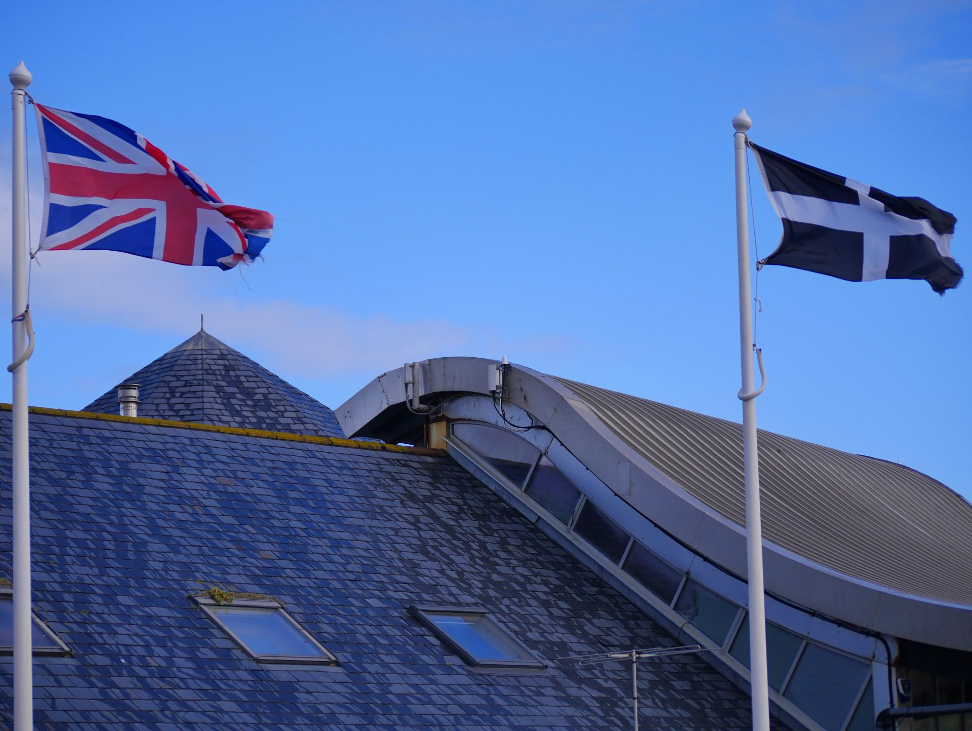 photo of an OpenRAN site on a roof near Fistral Beach
