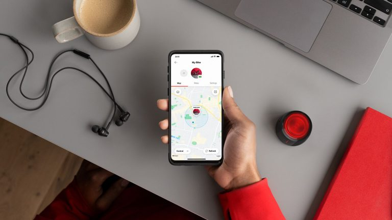 image of the Curve Bike tracker working with the Vodafone Smart app